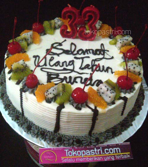 Birthday cake with topping buah